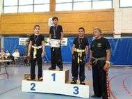 podium boxe gants d'or